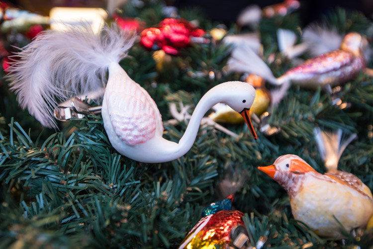 Wat te doen in frankfurt kerstmarkt kerstballen_