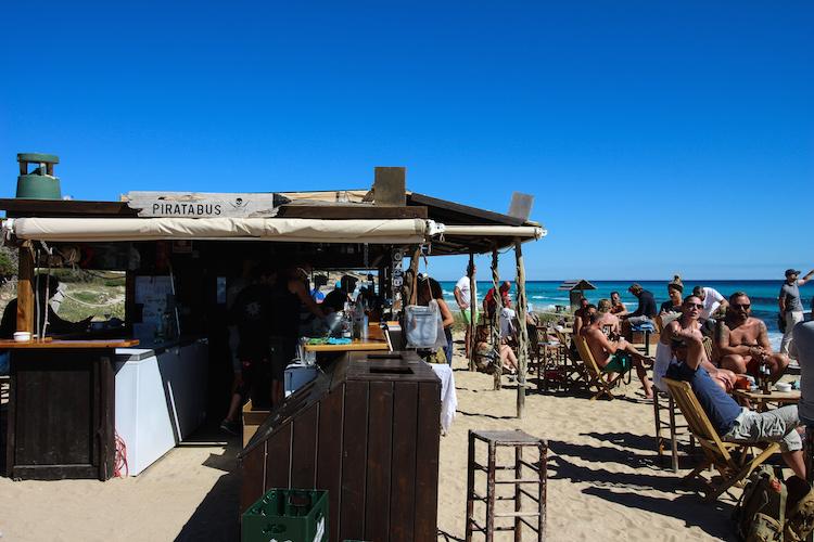 Wat te doen op Formentera pirata bus