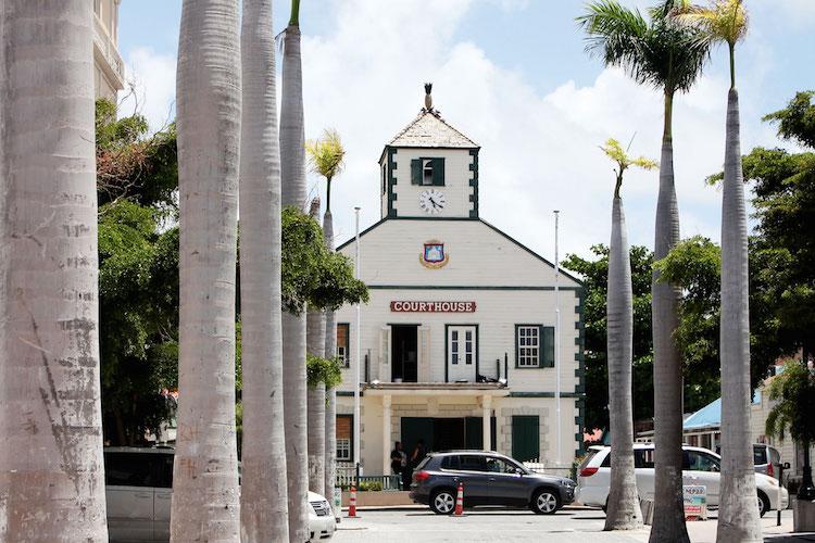 Wat te doen op Sint Maarten activiteiten naar Philipsburg Front Street court house