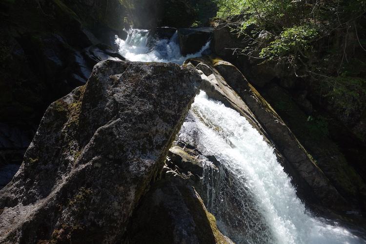 Waterval tijdens west canada rondreis
