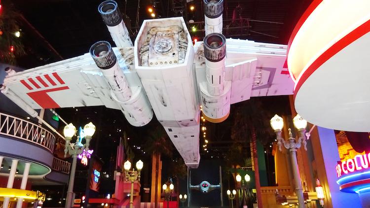 X Wing versus TIE Fighter star wars disneyland parijs