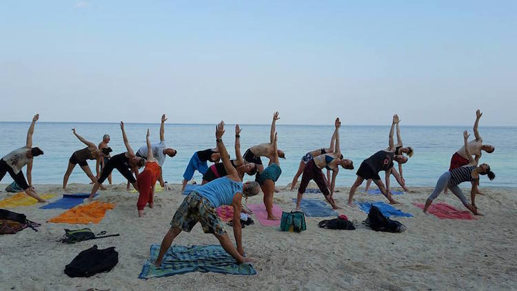 Yoga Teacher Training Thailand YTT aan zee