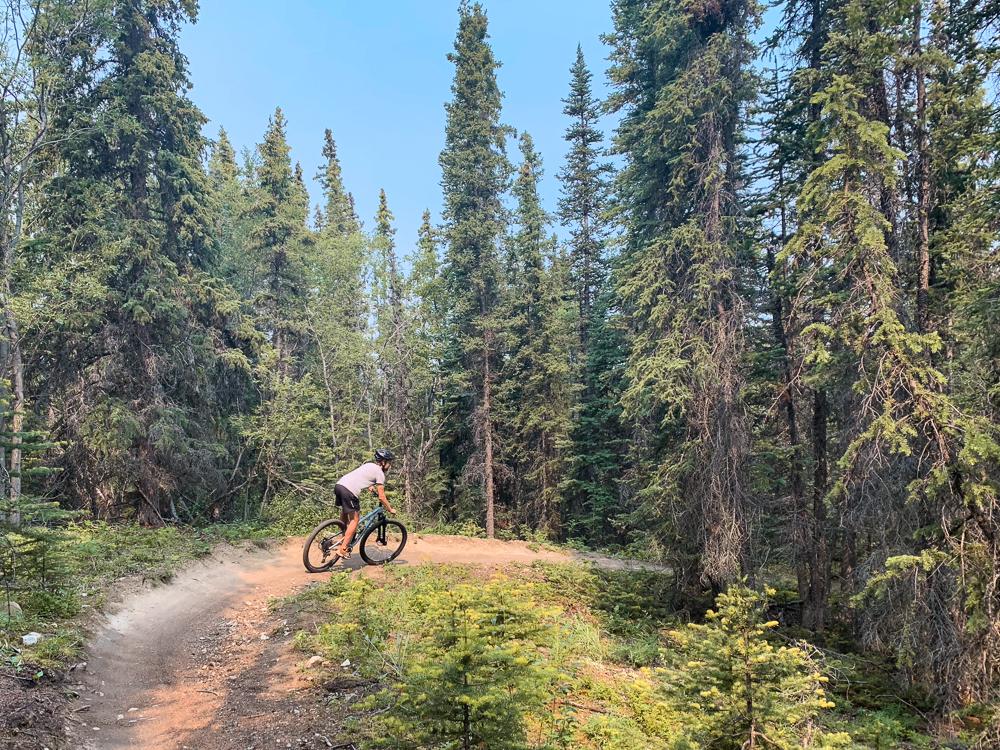 Yukon mountainbiken Carcross