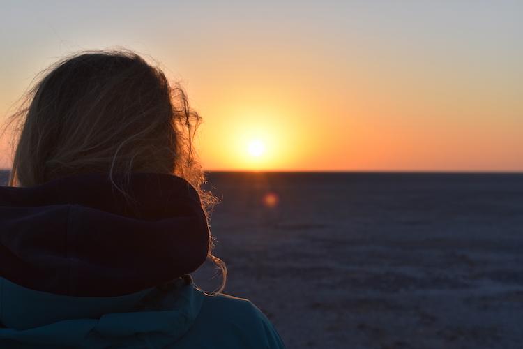 Zonsondergang in botswana zien