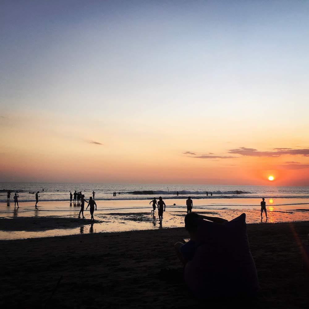 Zonsondergang tijdens het solo reizen