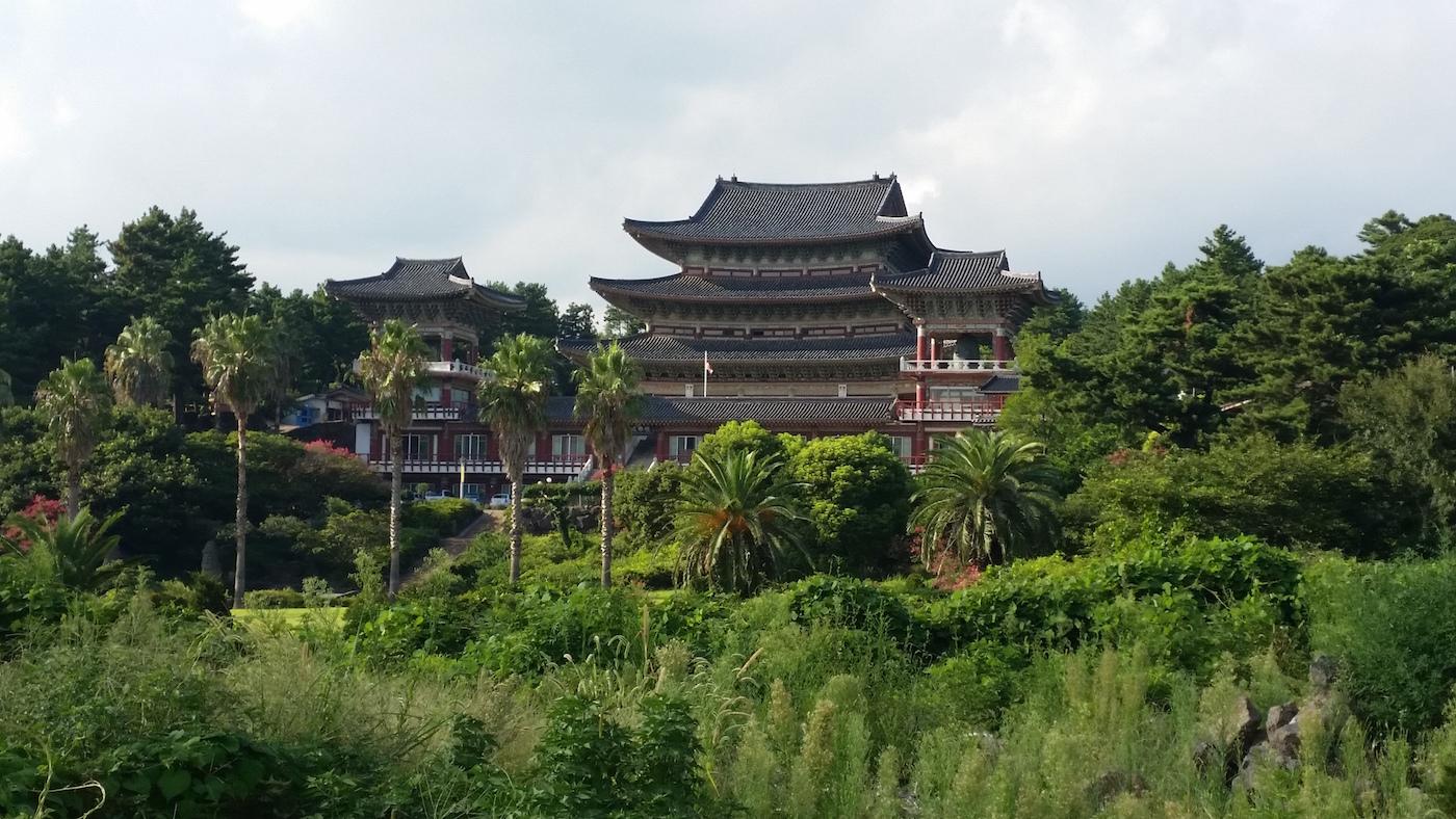 Zuid korea backpacken Jeju-do - Yakcheonsa Tempel