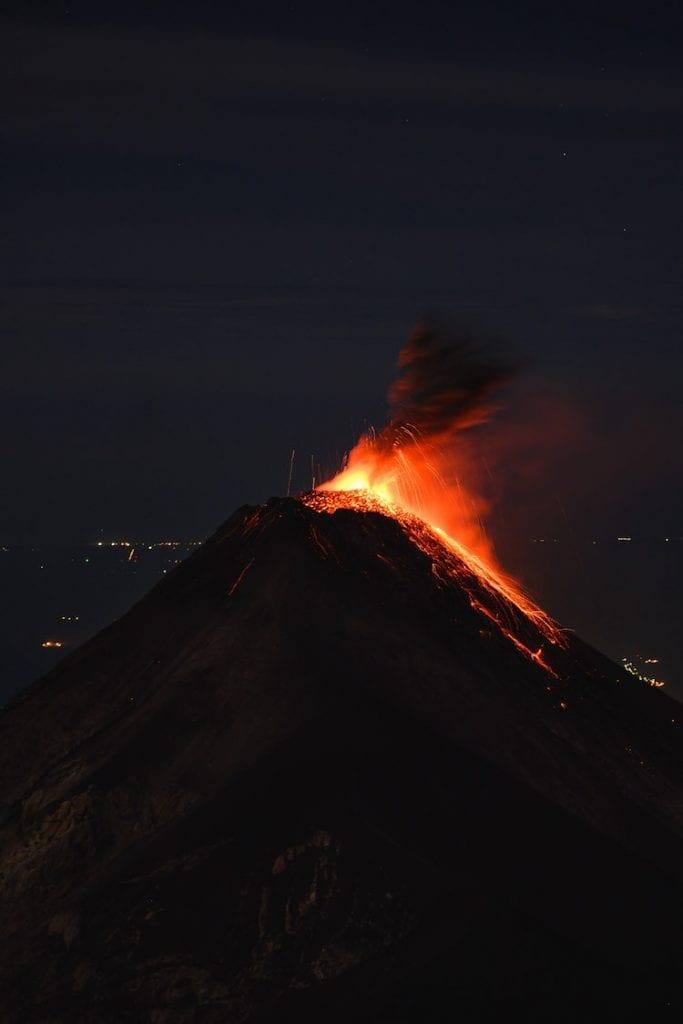 acatenango hike vulkaan uitbarsting bekijken guatemala