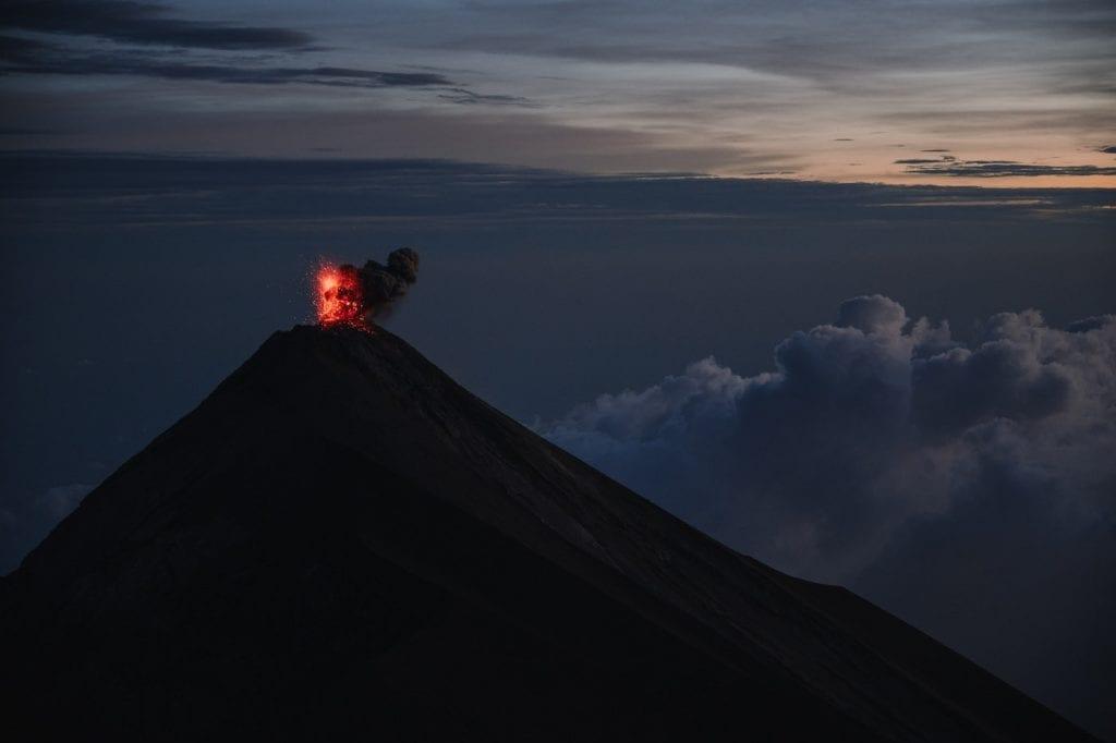 acatenango volcano uitzicht el fuego guatemala