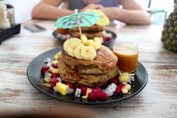 alleen backpacken bali breakfast
