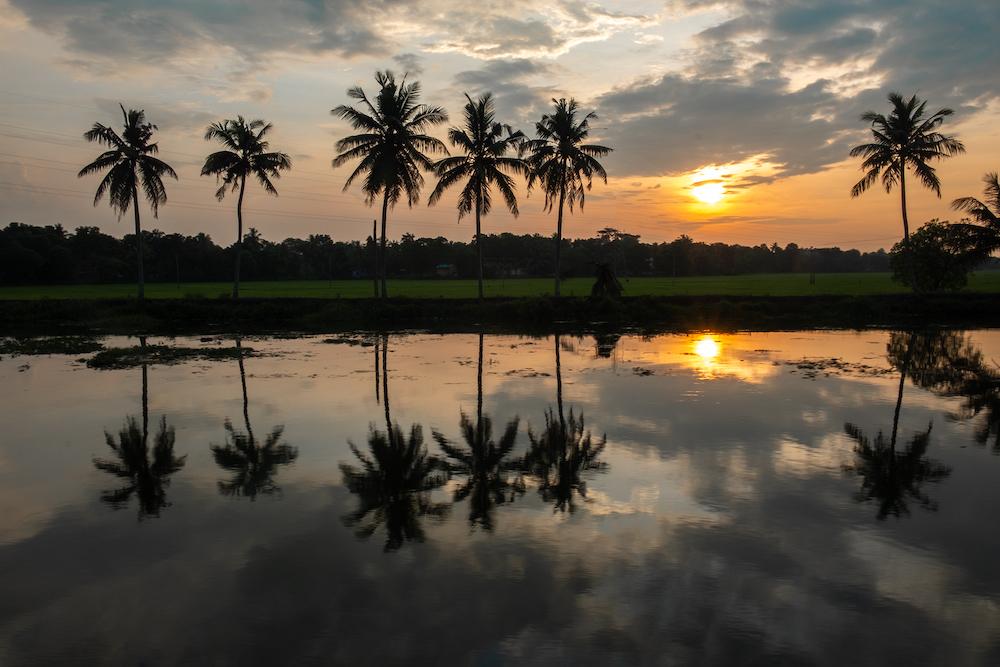 alleppey zonsondergang in zuid india
