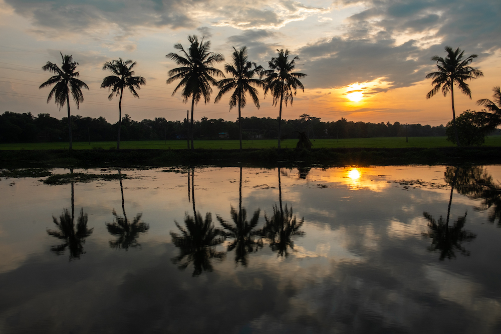 alleppey zonsondergang in zuid india
