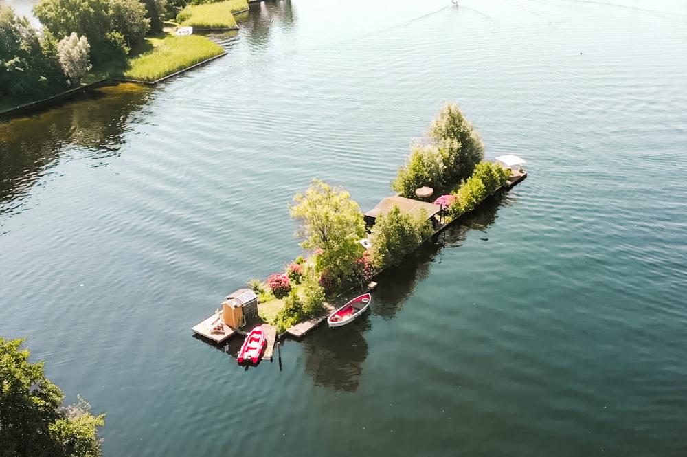 bijzonder overnachten nederland eigen eiland in vinkeveen