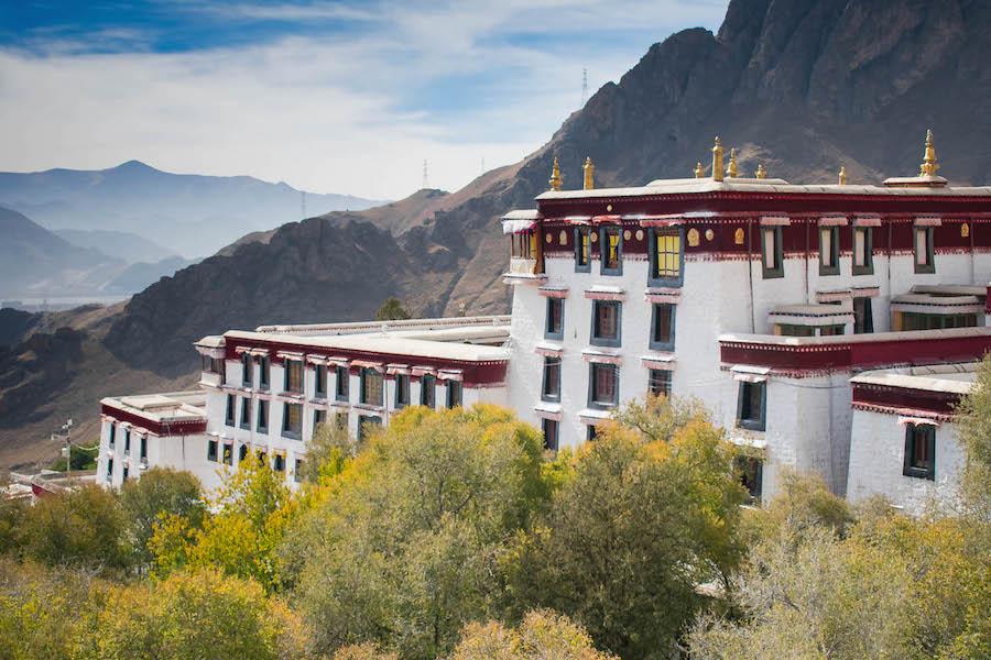 bouwwerk tibet backpackreis