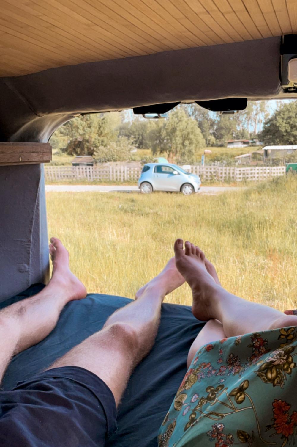 camper inrichting bed