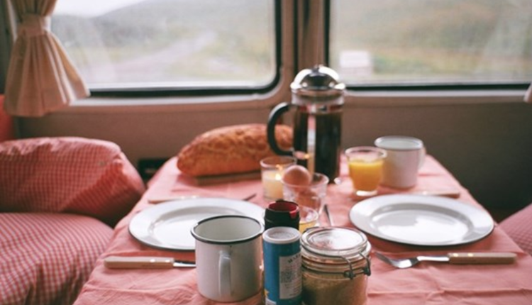camper roadtrip ontbijt snappcar mercedes sprinter