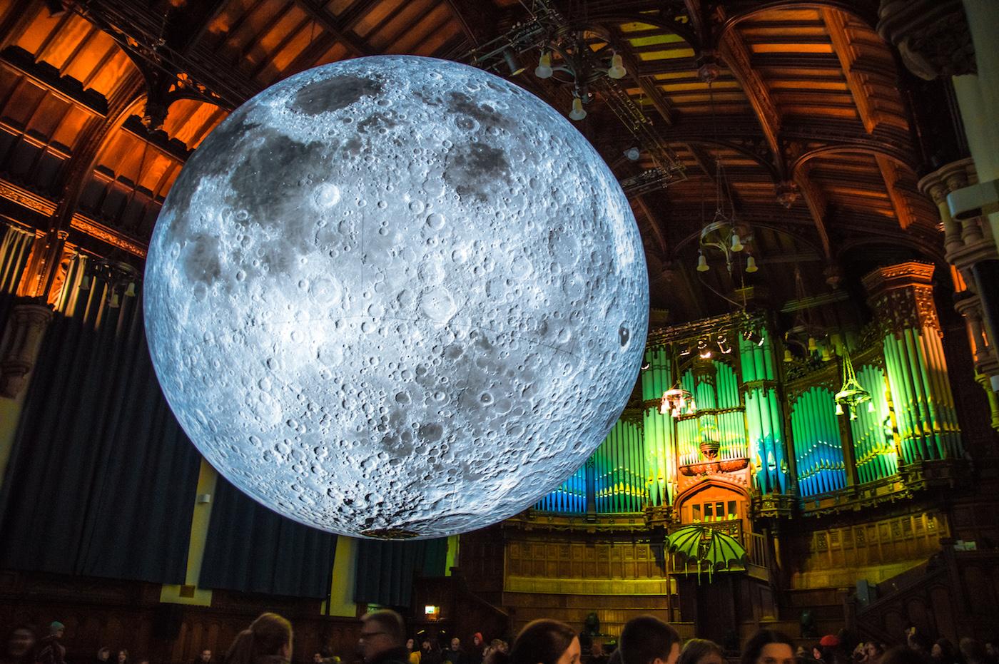 derry Halloween ierland Museum of the moon