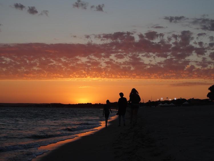 doen in sardinie zonsondergang