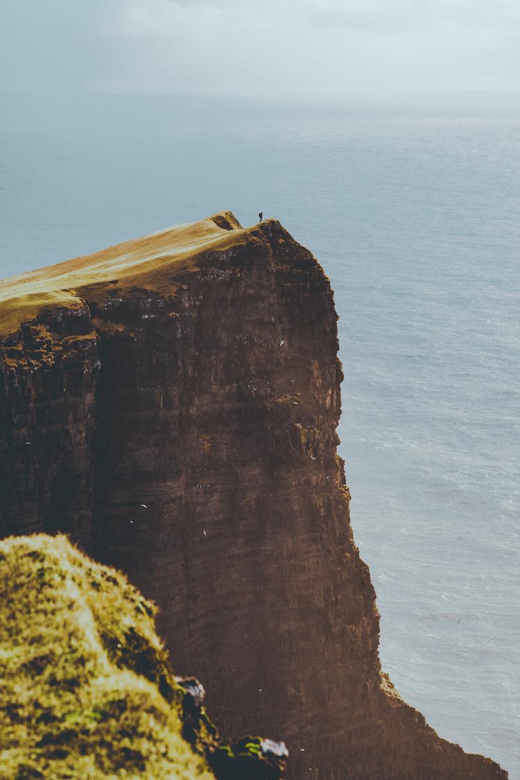 faroer eilanden vakantie klif