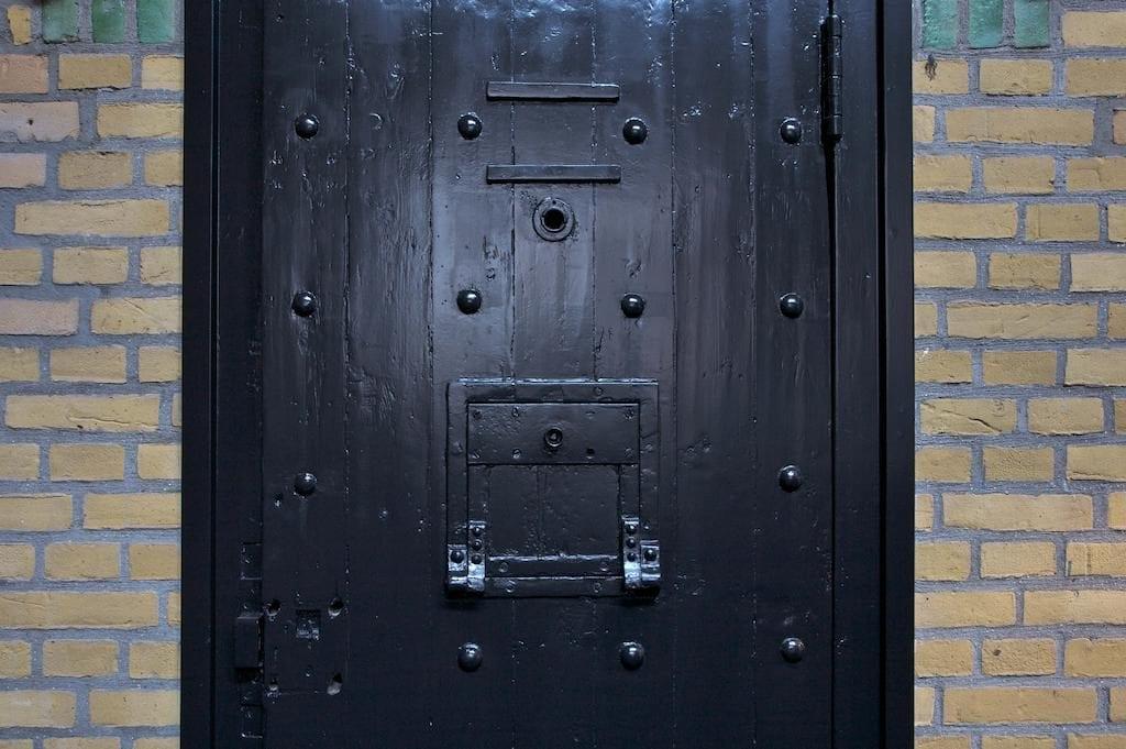 gevangenis hotel almelo huis van bewaring slot deur
