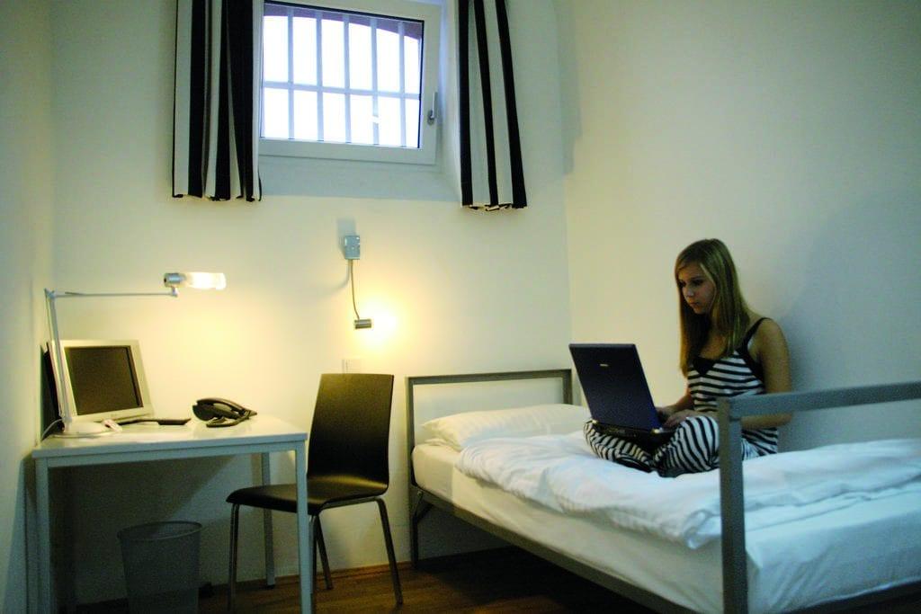 gevangenis hotel duitsland alcatraz hotelkamer