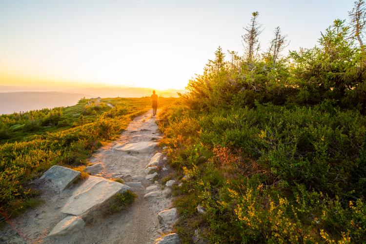 goedkoop-naar-noorwegen-zonsondergang-wandelen