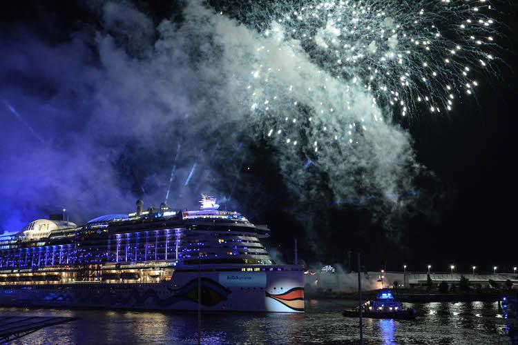 hamburg cruise days fireworks