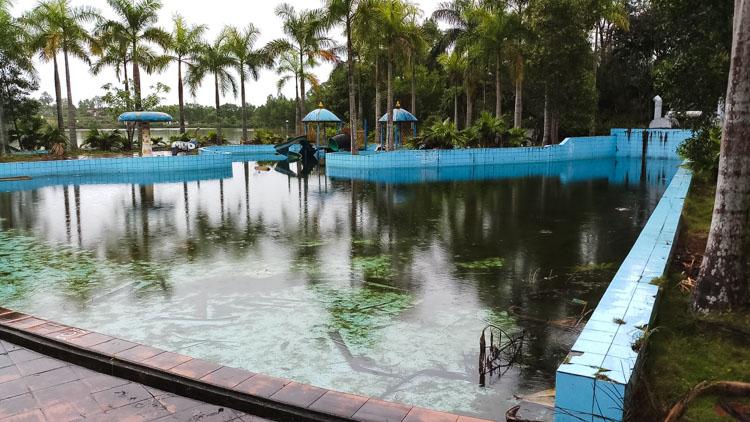 het verlaten waterpark in Hue