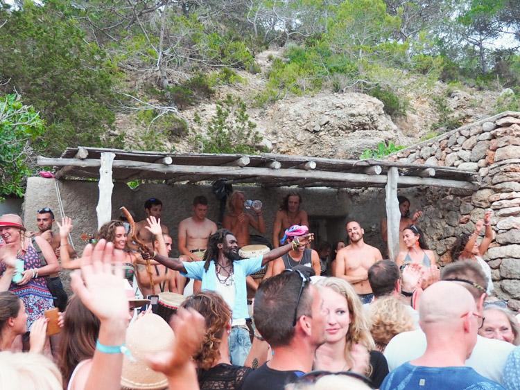 hippie ibiza benirras strand zondag