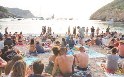 hippie ibiza benirras trommellaars strand drummers beach