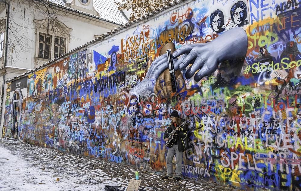 hotspots praag lennon wall winter