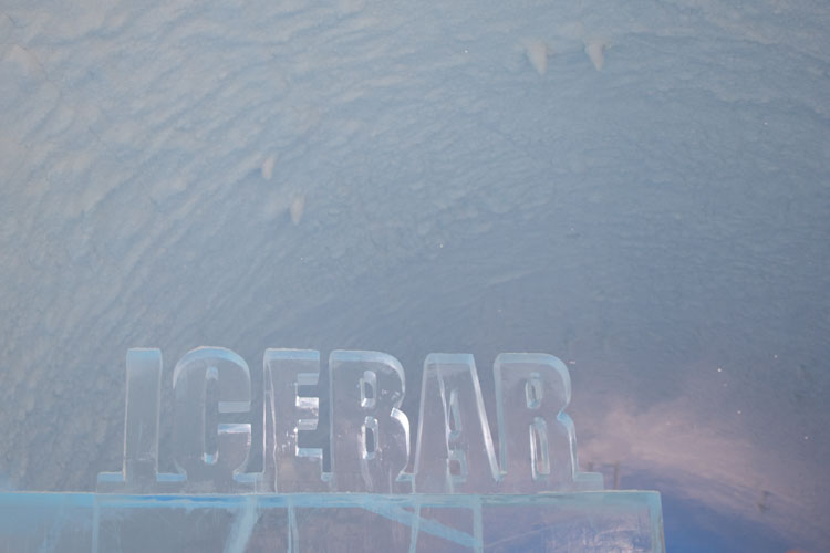 ice hotel Jukkasjarvi Ice Bar in ijsletters