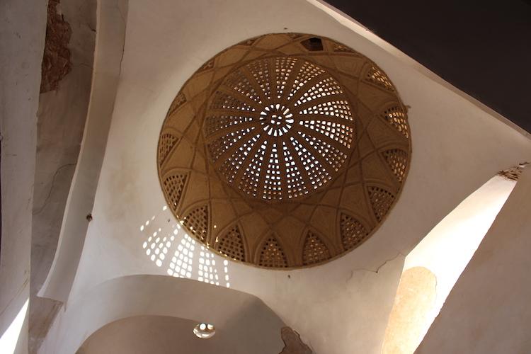 iran-yazd-dak-gebouw
