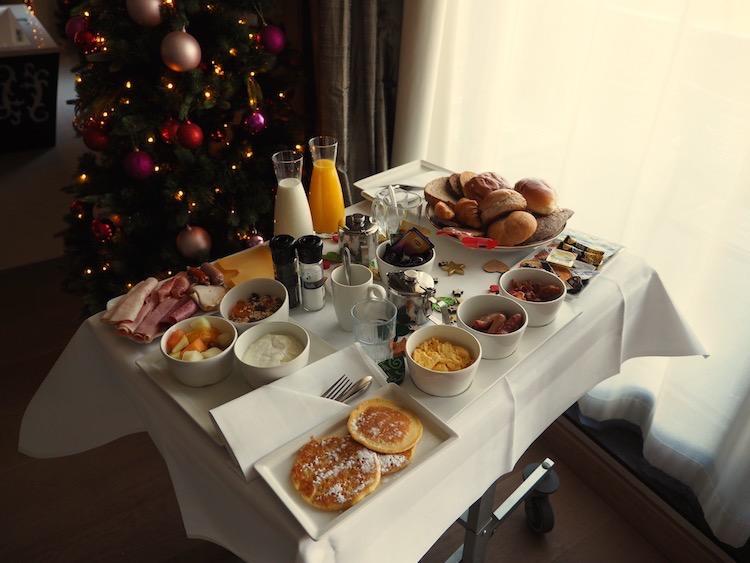 kerstsuite-van-der-valk-heerlen-kerst-Ontbijt-op-bed