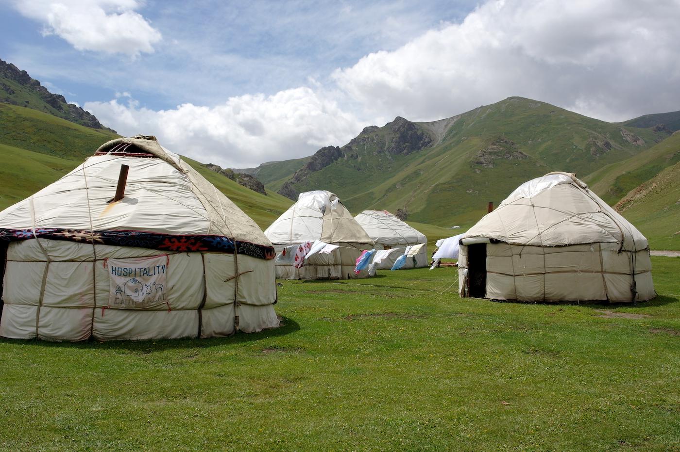 kirgizie backpacken slapen in een yurt