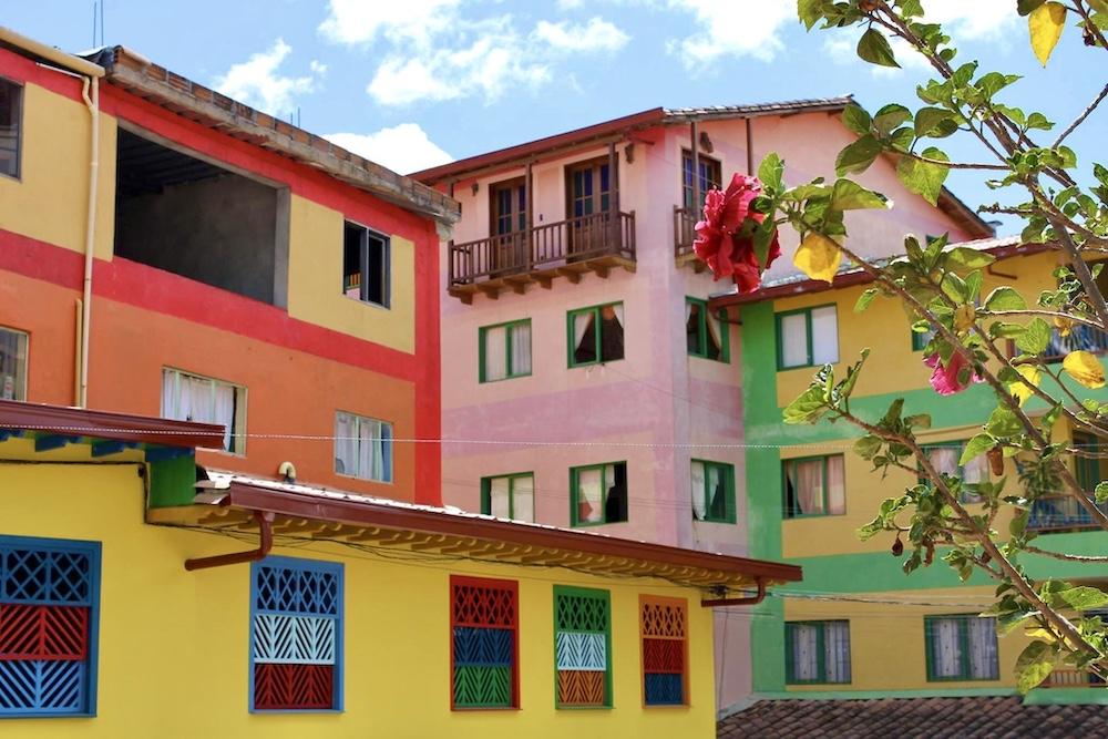 kleurrijk medellin colombia