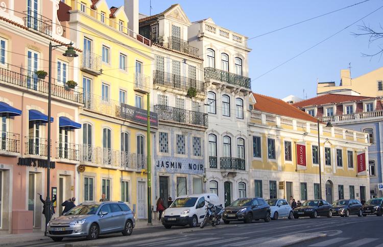 kleurrijke wijk in lissabon Principe-Real