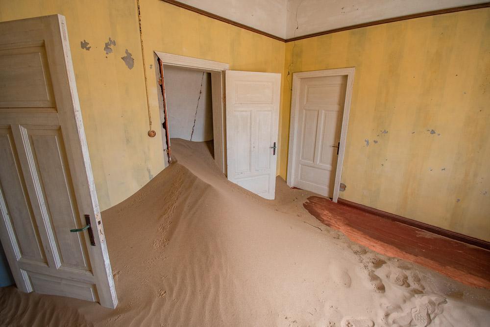 kolmanskop namibie ziekenhuis gele kamer