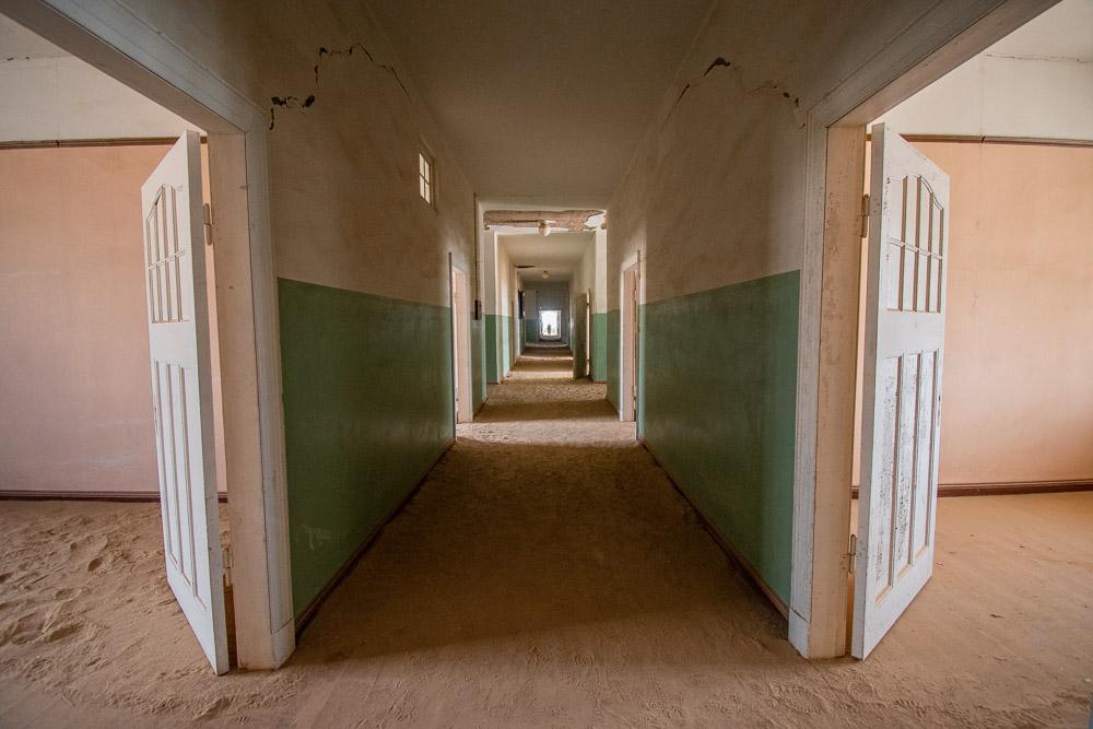 kolmanskop namibie ziekenhuis in spookstad