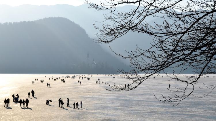 lake bled schaatsen slovenie outdoor