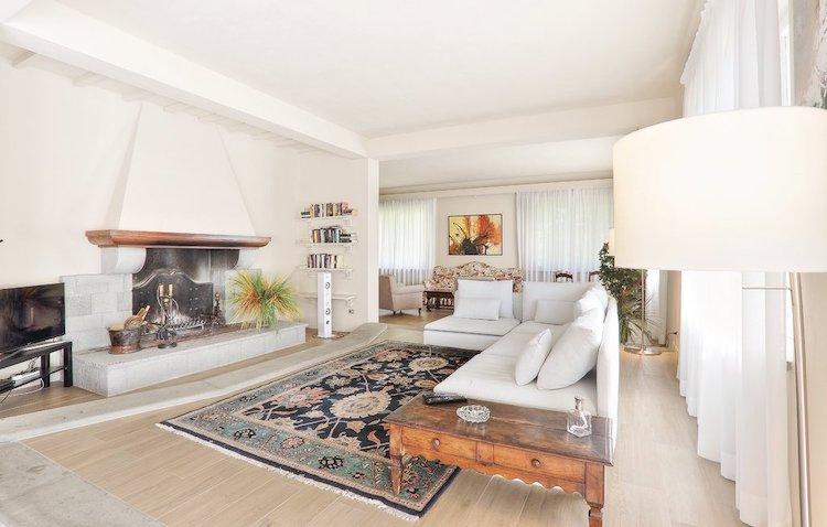 luxe woonkamer huis fauglia toscane