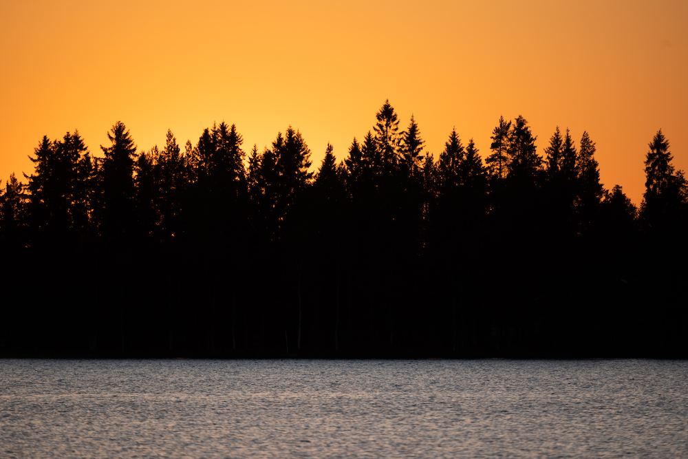 midzomernacht zon lapland in de zomer