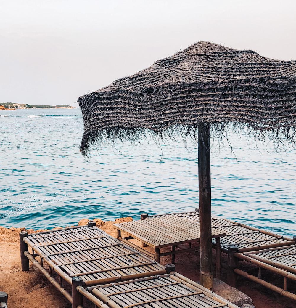 mooie plekken Ibiza terrasje