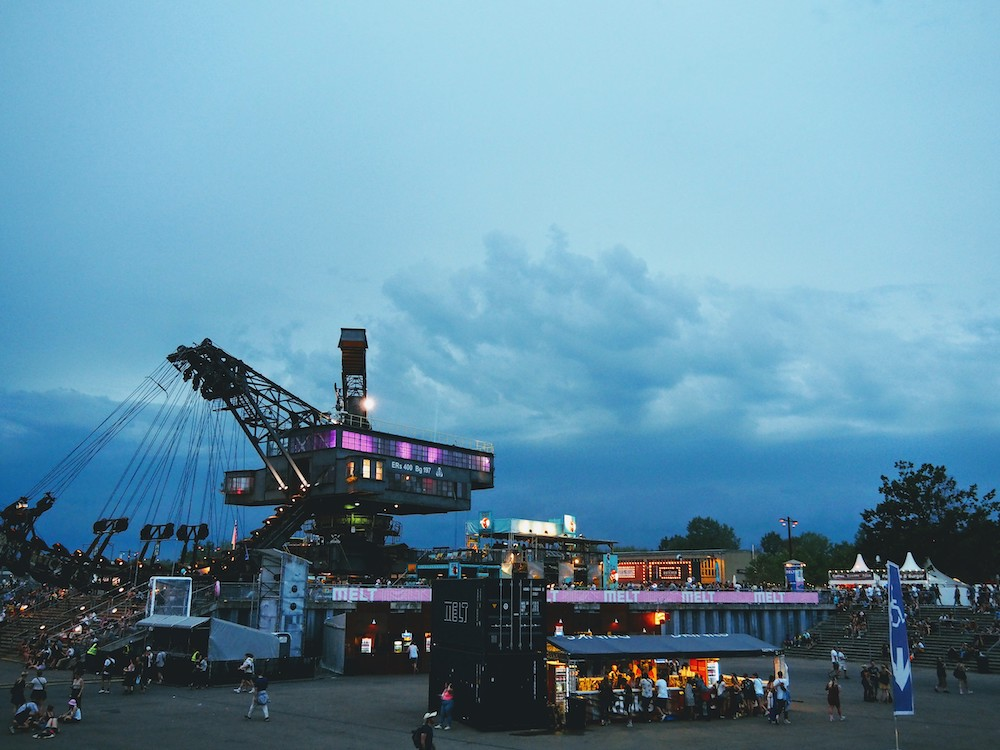 naar melt festival met interrail