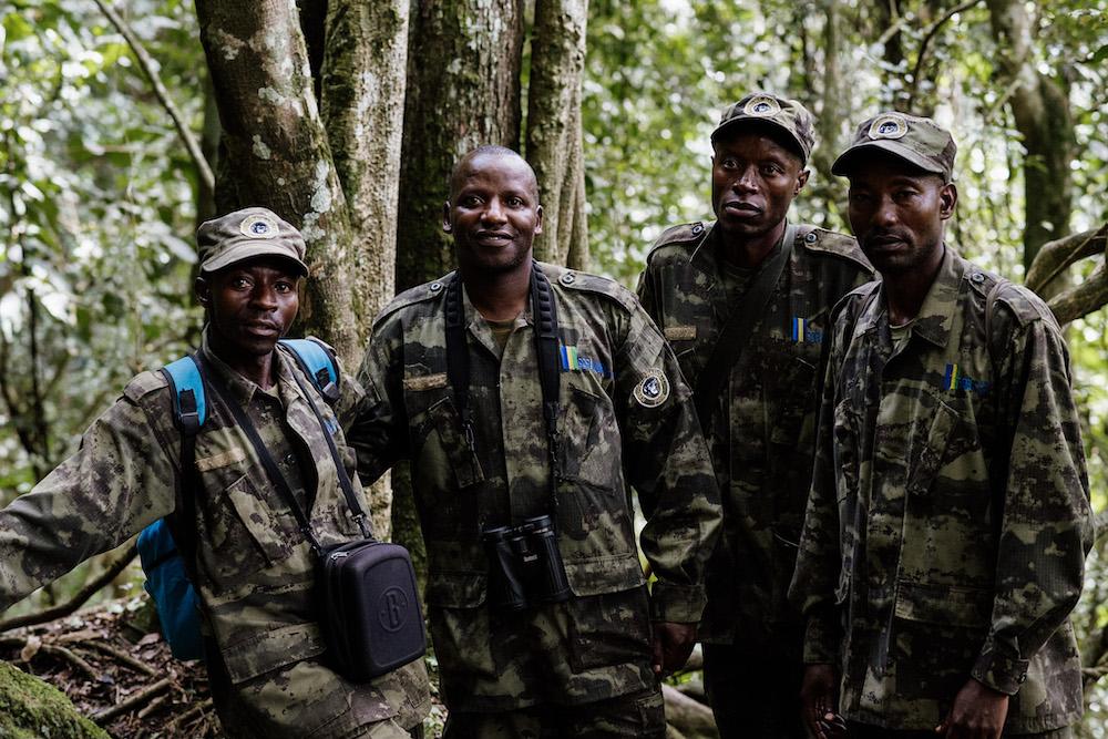 onze gidsen in rwanda tijdens het reizen