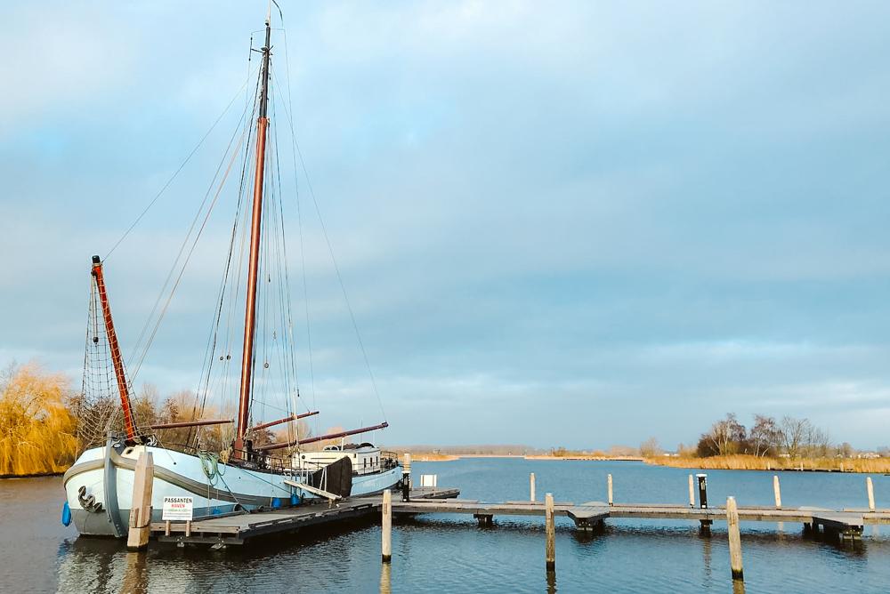 overnachten op een boot friesland ijlst