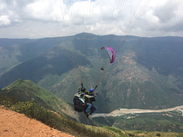 paragliden chicamocha canyon Colombia