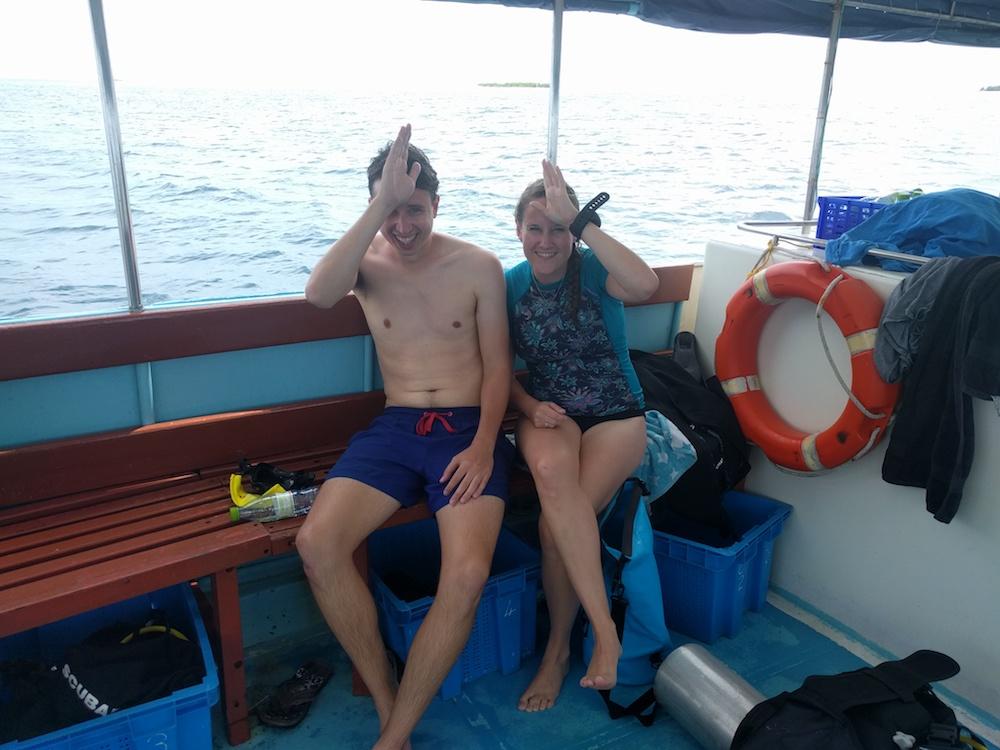 rashdoo malediven duiken Op de boot gebaar voor haai