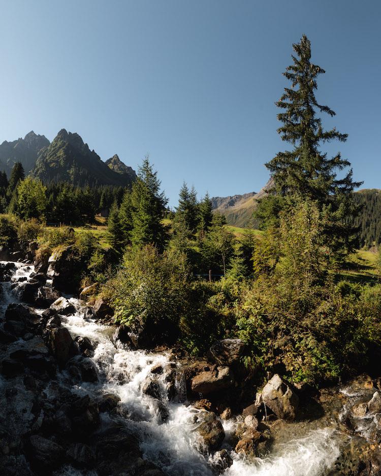 riviertje in montafon tijdens wandelen oostenrijk