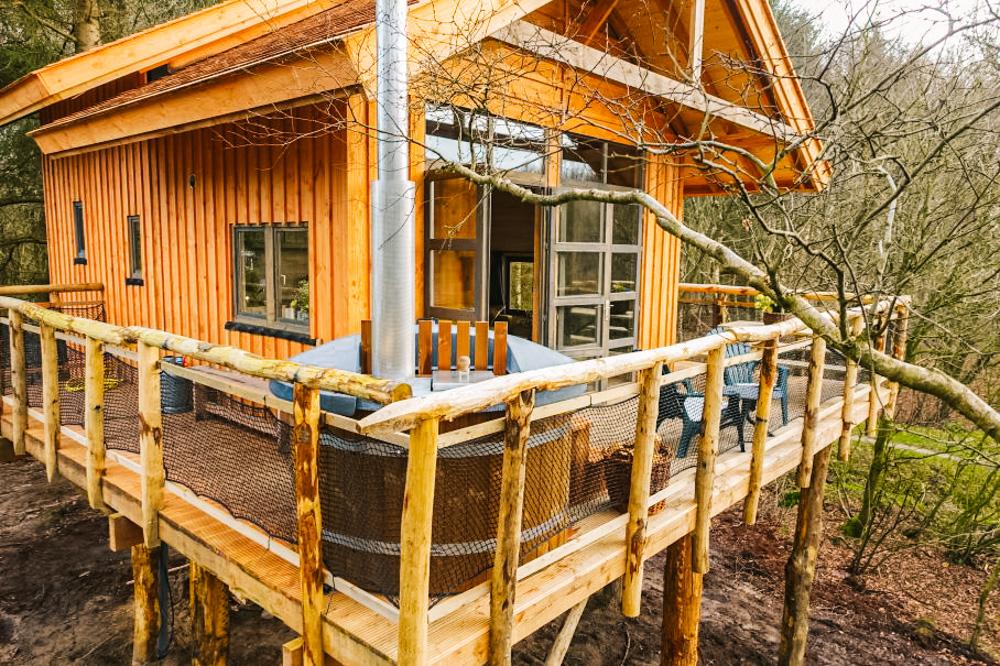 slapen in een boomhut nederland drenthe