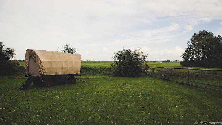 slapen in een huifkar in nederland